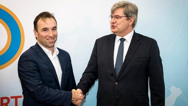 Milan Hnilička, předseda Národní sportovní agentury, na jednání s Miroslavem Janstou, šéfem ČUS