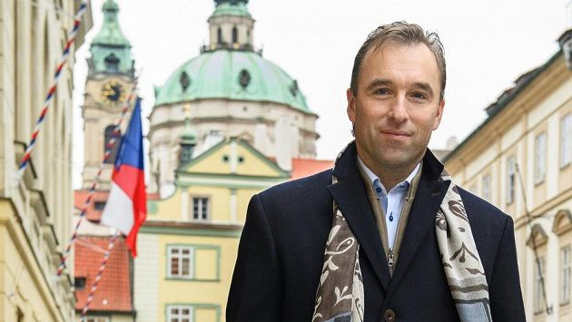Milan Hnilička - Vlastimil Vacek, Právo